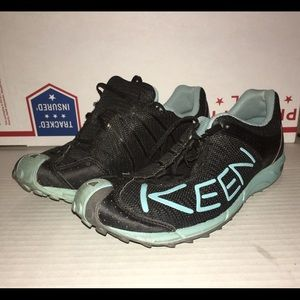 Women's Size 8 Keen Hiking Shoes 52014-BKNB